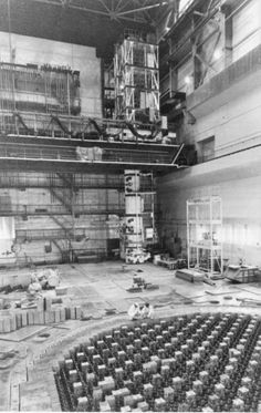 Construction Chernobyl Reactor 4, Reactor Nuclear, Nuclear Engineering, Nuclear Technology, Chernobyl 1986, Chernobyl Disaster, Chernobyl Nuclear Power Plant, Nuclear Disasters, Old Buildings
