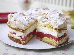 Schneemoussetorte mit Rhabarber Our popular recipe for snowmouset with rhubarb and over more free recipes on LECKER. Easy Cookie Recipes, Baking Recipes, Sweet Recipes, Cake Recipes, Dessert Recipes, Sweets Cake, Cupcake Cakes, Pie Co, German Baking
