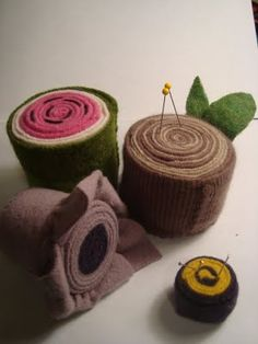 rolled wool pin cushions tutorial and free pattern « patchwork crafts, quilt patterns for beginners, tutorials, free patterns