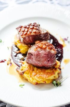 Kačica so slivkovou omáčkou Steak, Beef, Food, Red Peppers, Meat, Essen, Steaks, Meals, Yemek