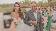 Vestido de noiva e tiara: Samuel Cirnansck