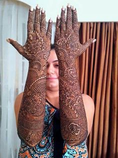 Can't get over the beauty of bridal Mehndi Designs for full hands? This full hand mehndi design with a mix of Indian and Arabic mehndi images is perfect for you! Get Amazing Collection of Full Hand Mehndi Design Ideas here. Simple and Easy Modern full. Latest Bridal Mehndi Designs, Indian Henna Designs, Full Hand Mehndi Designs, Legs Mehndi Design, Henna Art Designs, Mehndi Designs 2018, Mehndi Designs For Girls, Dulhan Mehndi Designs, Mehndi Design Pictures