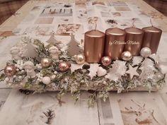 Winter Christmas, Christmas Time, Christmas Wreaths, Christmas Crafts, Xmas, Christmas Floral Arrangements, Flower Arrangements, Christmas Candle Holders, Christmas Table Decorations
