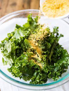 Spicy Nacho Kale Chips // @veggiebeastblog