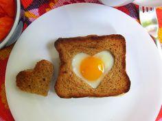 Huevos a la Canasta. Desayuno de San Valentín.