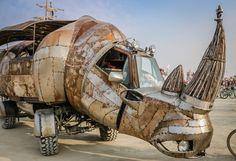 Burning Man 2014 Art Gimbel 16. Après la Batmobile, la dinomobile. Ca fait pas pareil...