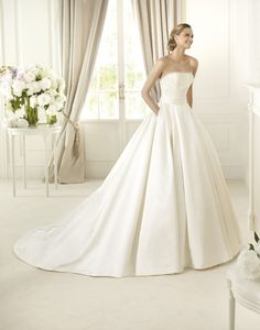 https://flic.kr/p/C5REJ4 | Trouwjurken | Trouwjurken vintage, Moderne Trouwjurken, Korte trouwjurken, Avondjurken, Wedding Dress, Wedding Dresses | www.popo-shoes.nl