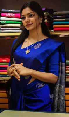 Kerala Saree Blouse Designs, Blouse Designs Silk, Bridal Blouse Designs, Fancy Sarees Party Wear, Sarees For Girls, Kanjivaram Sarees Silk, Wedding Saree Collection, Saree Trends, Saree Models