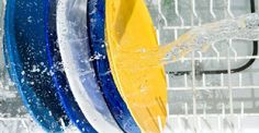 Detersivi fai-da-te per la lavastoviglie.  Se utilizzate abitualmente la lavastoviglie per lavare i piatti, potreste provare a sostituire, almeno di tanto in tanto, un detersivo fai-da-te ecologico ai detergenti liquidi o alle tavolette comunemente in vendita. Bastano infatti pochi e semplici ingredienti, come limone, acido citrico, bicarbonato di sodio e sale, per preparare dei detersivi fai-da-te per la lavastoviglie economici e rispettosi dell'ambiente.