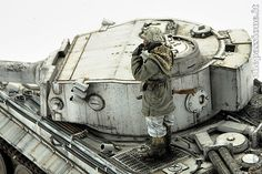 Winter diorama with the Josè Luis Lopez Ruiz's Tiger I in scale Military Figures, Military Diorama, Military Art, Winter Camo, Self Propelled Artillery, Scale Art, Tiger Tank, Model Hobbies, Model Tanks