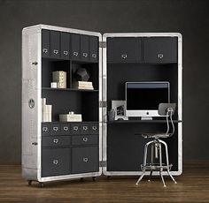 Restoration Hardware offers us Blackhawk Secretary Trunk. This trunk aluminum wheels inspiredby the old aircraft fuselage is intended to serve as a mobile office that can store all your Kit Homes, Home Office Furniture, Furniture Design, Trunk Furniture, Modern Furniture, Ideas Prácticas, Room Ideas, Retro Office, Mini Office