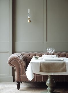 Couch in the dinning room - Grand Hotel Stockholm by Lorin Restaurant Seating, Restaurant Design, Design Hotel, Decoration Inspiration, Interior Inspiration, Travel Inspiration, Decor Ideas, Hotel Stockholm, Pink Couch