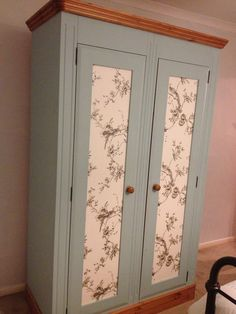 Upcycled wardrobe…well worth the time and effort … Upcycled Garderobe … die Zeit und Mühe wert Mehr Repurposed Furniture, Shabby Chic Furniture, Painted Furniture, Bedroom Furniture, Home Furniture, Painted Wardrobe, Wardrobe Makeover, Wardrobe Doors, Furniture Restoration