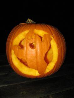 Uithollen Pompoen Halloween.Creatief In De Tuin Pompoen Halloween Uithollen Pompoen