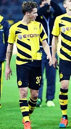 Erik Durm - BVB Borussia Dortmund Celebration! #erikdurm #durm #37 #bvb #echteliebe #mannschaft #deutschland #fußball #futbol #cute #boys #germanyboys #germany #borussia #dortmund