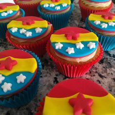 """38 curtidas, 2 comentários - Cake Magia (@cakemagia) no Instagram: """"Mais cupcakes!! Hoje temos alguns com o tema """"Mulher Maravilha"""" ❤"""" #cupcake #mulhermaravilha #decorado"""
