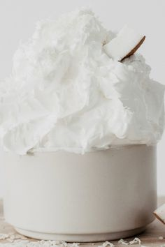 Weight Loss Dessert: The protein fluff has only 30 calories - A protein fluff tastes delicious, fills you up and pushes muscle building. The delicious dessert ha - Fluff Desserts, Protein Desserts, French Desserts, Köstliche Desserts, Low Carb Desserts, Healthy Desserts, Healthy Food, Paleo Dessert, Banana Dessert Recipes