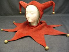 """not a spirit halloween satin one. ive been googling """"professional jester hat"""" and """"professional clown clothes"""" for like three days Jester Costume, Jester Hat, Court Jester, Medieval Jester, Medieval Party, Spirit Halloween, Halloween Costumes, Renaissance, Clown Clothes"""