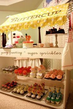 An amazing toy cupcake shop complete with handmade felt desserts. My little one would love this!