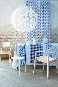 Maskros a pitypanglámpa Dandelion Light, Tablecloth Fabric, Blue Party, Red White Blue, Interior Design Inspiration, Shades Of Blue, Interior And Exterior, Dining Chairs, Dining Room
