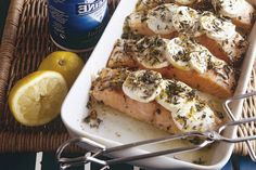 21 augustus - Zalmfilet in de bonus - Zalm en geitenkaas gaan verrassend goed samen in dit ovengerecht met Italiaanse kruiden - Recept - Allerhande