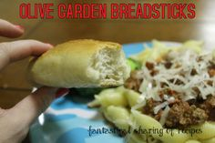 Olive Garden Breadsticks {Copycat} - make your own never-ending basket at home #recipe #bread