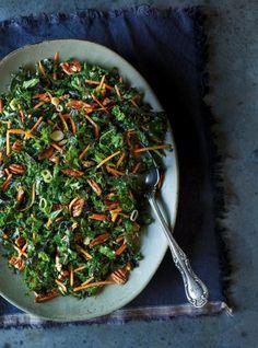 Amazing Kale salad with Dijon vinaigrette Cabbage Salad, Kale Salad, Soup And Salad, Soup Recipes, Salad Recipes, Vegetarian Recipes, Healthy Recipes, Healthy Food, Vegan Potato Soup