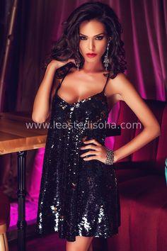 """Sensuale e chic, l'abitino corto Violetta è ricoperto interamente da paillettes di colore nero, con una scollatura a cuore e spalline piccole. Un'esplosione di classe ed eleganza, perfetto per feste e cerimonie. ➽ Contattaci su Pinterest o manda """"pin"""" via sms/WhatsApp al 373 7616355 per ricevere un BUONO SCONTO esclusivo!  #leastedisoha #moda #abbigliamento #donna #elegante"""
