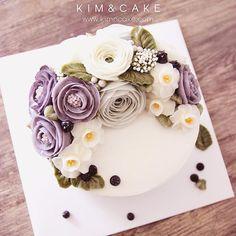 Berry berry blueberry #bakingclass#buttercream#cake#baking#수제케이크#weddingcake#버터크림케이크#꽃#flowers#buttercake#플라워케이크#wedding#버터크림플라워케이크#specialcake#birthdaycake#flower#장미#rose#디저트#케이크#cupcake#dessert#food#beautiful#부케#bouquet#instacake#꽃스타그램#flowercake#peony @yoon2222222
