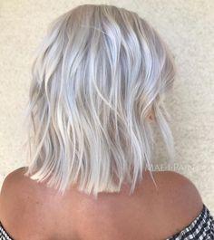 70 Devastatingly Cool Haircuts for Thin Hair - - Choppy Bright Silver Bob Cool Short Hairstyles, Haircuts For Fine Hair, Cool Haircuts, Short Hair Styles, Hairstyles 2018, Wedding Hairstyles, Stylish Hairstyles, Retro Hairstyles, Medium Hairstyles