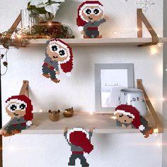 Kravlenisser i perler. Melty Bead Patterns, Hama Beads Patterns, Beading Patterns, Diy And Crafts, Christmas Crafts, Crafts For Kids, Christmas Ornaments, Ideas Decoracion Navidad, Christmas Perler Beads