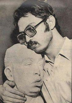 ياسين اسماعيل ياسين يحتضن تمثالا لوالده الفنان الراحل اسماعيل ياسين