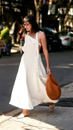 New York Fashion Week Street Style Trends Kat Collings in Jacquemus Dress and Staud Moon Bag Street Style Trends, New Street Style, Street Style Shoes, New York Fashion Week Street Style, Street Styles, Trend Fashion, 80s Fashion, Fashion Outfits, Womens Fashion