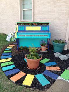 Garden piano art