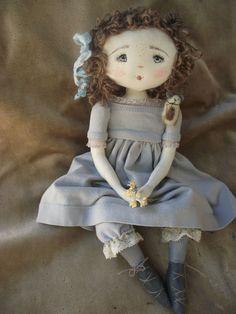 on disait de moi que j'avais l'air triste, à cause de mes yeux gris bleus et de ma moue un peu effarouchée.l.. la voisine de ma grand-mère m'appelait la petite anglaise