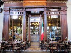 Sedersi ai tavolini del Caffè Mulassano