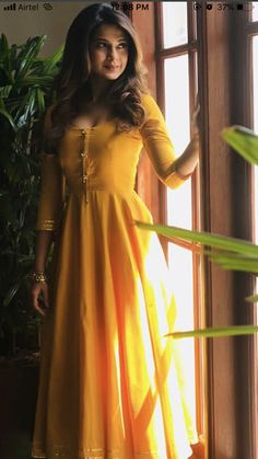 Long Dress Design, Stylish Dress Designs, Designs For Dresses, Stylish Dresses, Simple Dresses, Casual Gowns, Indian Gowns Dresses, Indian Fashion Dresses, Indian Designer Outfits
