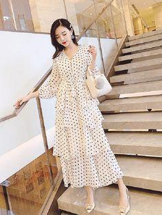 Hijab Fashion, Korean Fashion, Boho Fashion, Fashion Beauty, Fashion Dresses, Fashion Looks, Gothic Lolita Fashion, Gothic Dress, Simple Dresses
