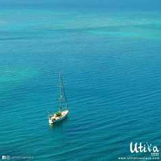 """""""Life provides the wind, you control the direction of its sail"""", sailing time around Utila island is a lot of fun!!! 🌴🌎😎!! Visit Utila, Bay islands in Honduras. Stay tuned for our official website at www.utilafivestars.com  🌴🌎🌴🌎🌴🌎🌴  .  .  #utila #utilafivestars #ocean #takemethere #secluded #islandlove #exploringearth #vacay #reefs #island #honduras #hondurasfivestars #blueocean #wanderlust #islandvibes #caribbeanlife #dope #dji #dronestagram #photooftheday #vacaciones…"""