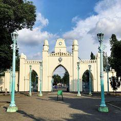 Masjidnya udah tua banget dibangun dari tahun 1763 oleh Sunan Pakubuwono III, karena ini adalah masjid kerajaan jadi semua pegawainya…