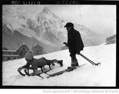 Chamonix : scènes d'enfants dans la neige : [photographie de presse] / Agence Meurisse - 1