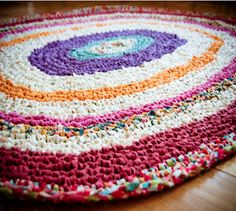 DIY Crocheted rag rug (from old sheets/fabric) reminds me of my Grandma B! Diy Crochet Rag Rug, Rag Rug Diy, Crochet Rug Patterns, Crochet Home, Rag Rugs, Scrap Crochet, Knitting Patterns, Yarn Crafts, Fabric Crafts