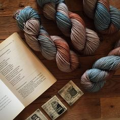 Muted warm browns with a splash of turquoise on a squishy 100% Merino DK base. Weight 100 g + Product details 220m / 240 yards Merino DK Three ply 100% Merino Superwash 3mm-4.5mm …