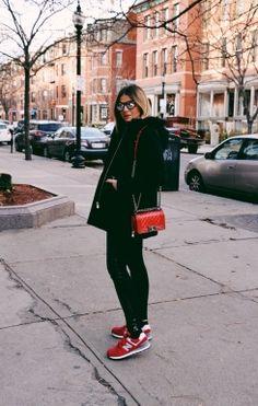 Aprenda como combinar o tênis com diversas peças de roupa, saiba em quais lojas você pode encontrá-los e inspire-se nas blogueiras para criar looks casuais.