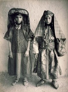 Jewish girls from Tafilalet, south east Morocco. | ca. early 1900s