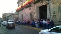 Se trata de trabajadores sindicalizados que exigen la renuncia del director general del Cobaem, Alejandro Bustos y bloquean la calle Allende; se prevé que este tipo de manifestaciones se replicará ...