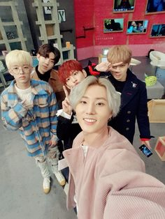 DAY6 [데이식스] | Group Selca!