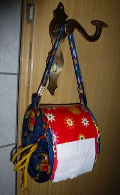 selber genäht, Toilettenpapier Halter - Abroller - Spender - für´s Camping / Festival, mit Iron on Vinyl