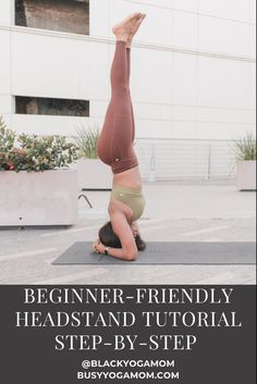 Learn how to do headstand with this easy-to-follow, step-by-step tutorial showing how to do the pose. Beginner Yoga, Yoga For Beginners, How To Do Headstand, Asana Yoga Poses, Yoga Mantras, Yoga Pictures, Yoga Mom, Fit Board Workouts, Morning Yoga