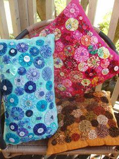 Lots of yo yos on pretty pillows.